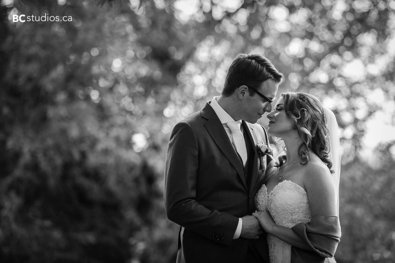 Mayotte #Wedding. Image by Edmonton #weddingphotographer Box Cube Photography © 2017 https://www.boxcubephoto.com #edmontonweddings #edmontonbride #edmontonweddingphotographer #edmontonphotographer — at The Country Lodge in Edmonton, Alberta.