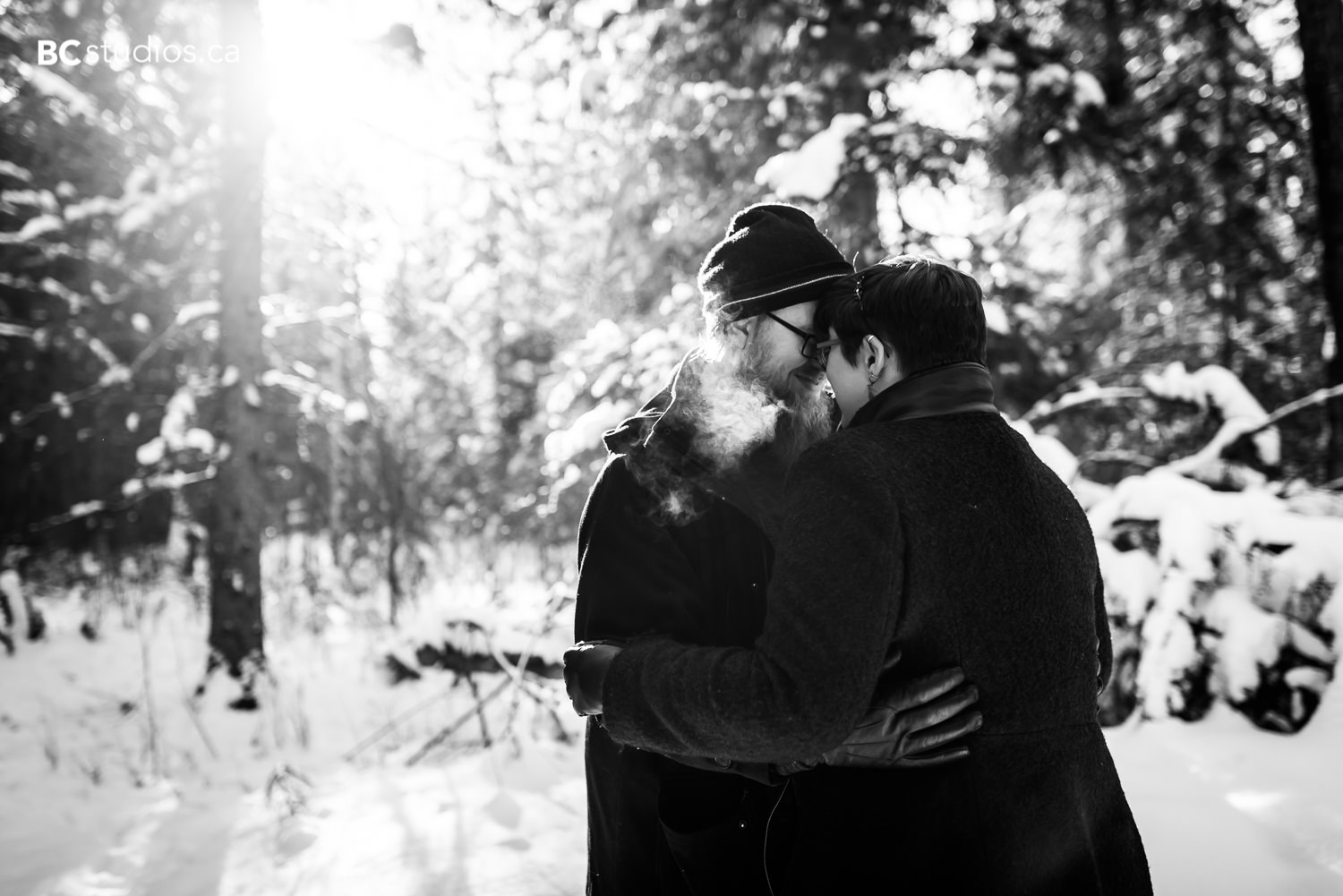 whitemud park engagement couple embracing photo