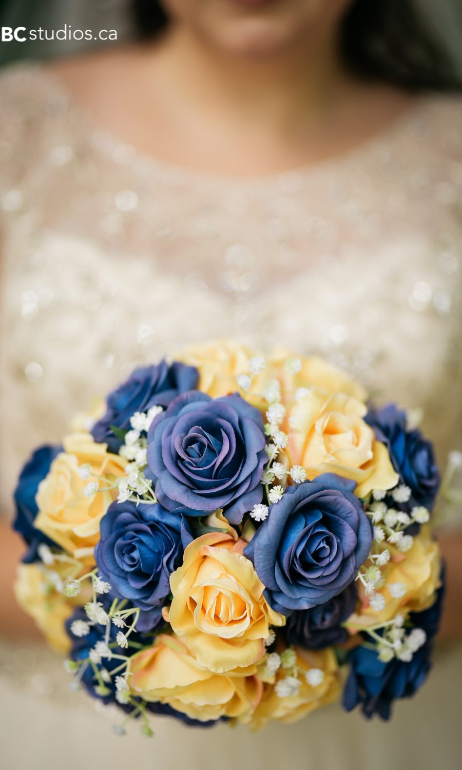 bouquet photo - bride - yellow and blues